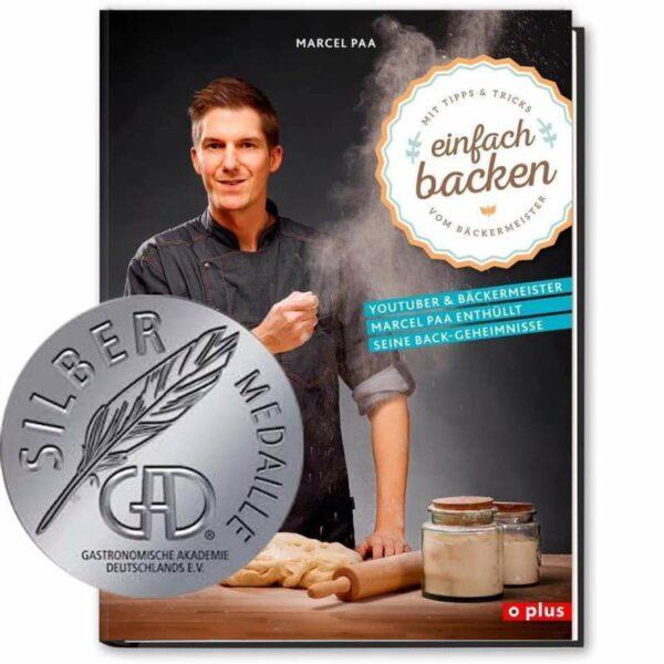 Einfach Backen Buch mit Medaille
